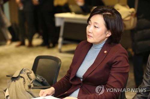 """박영선 """"강소기업·백년가게 금리인하 금융위와 논의중"""""""