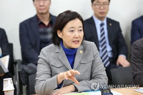 """박영선 장관 """"전통시장·상점가에 콘텐츠 지원 추진"""""""
