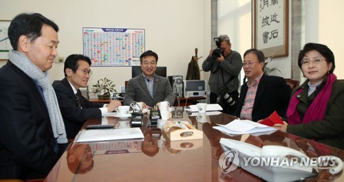 4+1, 선거법 합의 불발…'지역구 250석·연동률 50%' 의견 접근(..