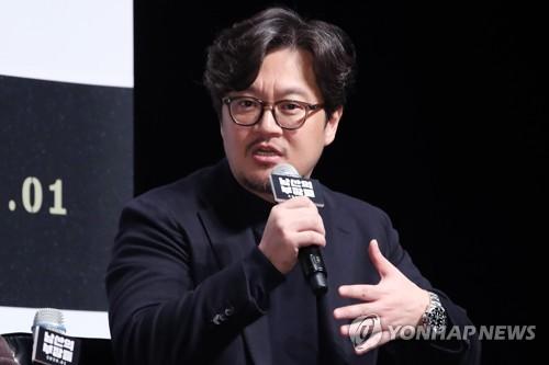 """우민호 감독 """"냉정한 시선 유지…정치색 빼고 인물에 초점"""""""