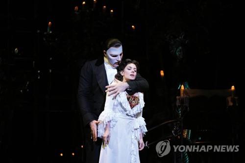 앙상블 배우 코로나19 확진에 '오페라의 유령' 공연중단(종합)