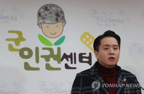 """""""성전환 군인 전역심사 연기 요청 반려돼…인권위에 진정""""(종합)"""