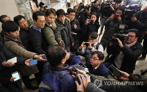 """""""선두그룹이 6m 앞서 당해"""" 안나푸르나 사고 3팀 교사들 귀국"""