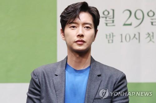 """'포레스트' 박해진 """"싱그러운 산 배경으로 힐링하세요"""""""
