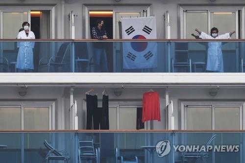 한국인 6명 등 일본 크루즈선 하선…버스로 하네다공항 이동