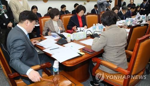 '코로나 대응 3법' 국회 복지위 법안소위 통과(종합2보)