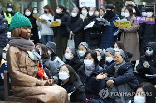 """1천427번째 수요집회…마스크 낀 참가자들 """"역사 왜곡 안 돼"""""""