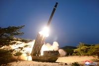 북한, 어제 '초대형 방사포 사격' 발표…공개사진과 달라 '혼선'