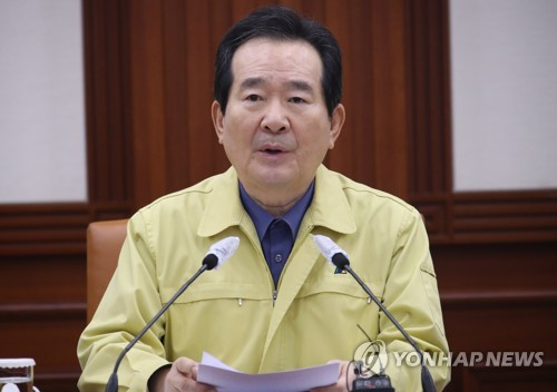 """정총리 """"강도높은 사회적 거리두기 지속…긴장 풀 상황 아냐""""(종합)"""
