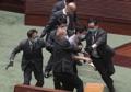 국가법 심의중 의장 향해 돌진하는 홍콩 야당 의원