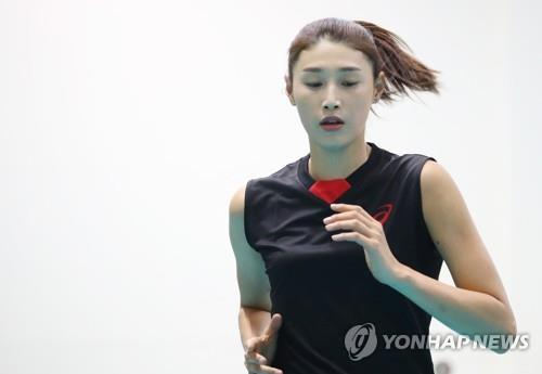 In this file photo from July 10, 2018, South Korean volleyball player Kim Yeon-koung warms up for practice at the Jincheon National Training Center in Jincheon, 90 kilometers south of Seoul. (Yonhap)