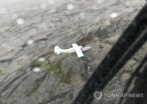 알래스카 산악지대에 추락한 경비행기