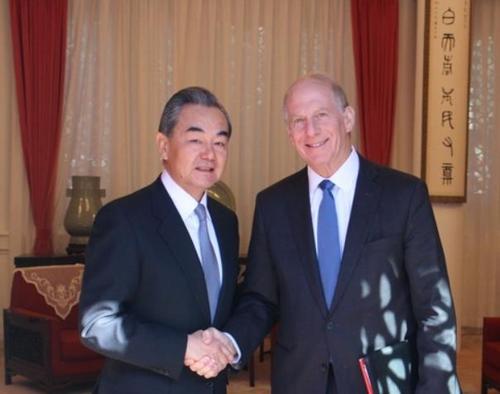 하스 미국외교협회 회장 만난 왕이 중국 외교담당 국무위원